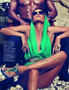 Vogue_N908-1800.thumb.jpg.5c772e077b727f339c041679902cf054.jpg