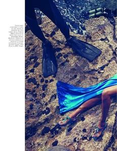 Vogue_N908-1820.thumb.jpg.fae8dd2765e2e3e36bfa9a64e2122a5e.jpg