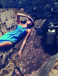 Vogue_N908-1830.thumb.jpg.92cd230d2e4d5bd80c14d15d6eb3fb5f.jpg