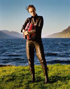 Vogue_UK-September_2016-Edie_Campbell-by-Alasdair_McLellan-01.thumb.jpg.0f1c878402e734674c472c91b0b1f176.jpg