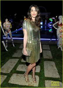 amal-clooney-has-solo-girls-night-out-at-william-vintages-gianni-versace-archive-06.jpg