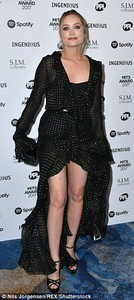 4614CE4D00000578-5055759-Flying_solo_Laura_Whitmore_left_her_29_year_old_comedian_beau_Ia-a-37_1510014897004.jpg