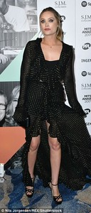 4614CE6700000578-5055759-Chic_Laura_certainly_took_centre_stage_in_her_Flamenco_inspired_-a-1_1510000991327.jpg