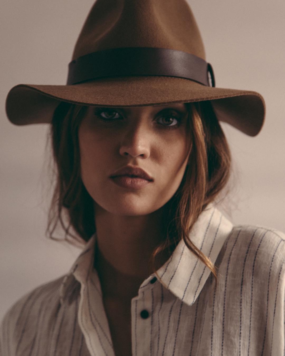 Lainara Araujo  hat.jpg