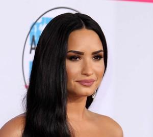 Demi-Lovato_-2017-American-Music-Awards--02.thumb.jpg.ff7da0774aca0433c0fd92bd13d74ae3.jpg