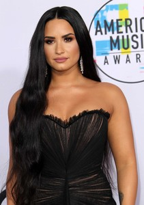 Demi-Lovato_-2017-American-Music-Awards--04.thumb.jpg.3cb95683a5e4406d0e9d96bd7c02514d.jpg