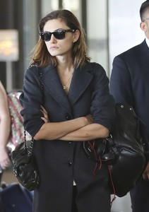 Phoebe-Tonkin-at-LAX-International-Airport--06.thumb.jpg.f4040cddd62597b8c3a60a2b24c4c17a.jpg
