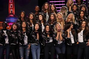 Rex_Victorias_Secret_Fashion_Show_photocall_9228081V.jpg