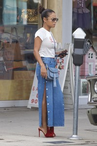 christina-milian-braless-while-out-amp-about-in-west-hollywood-111617-2.thumb.jpg.8f765e290338cc6bcbad61161a31904e.jpg