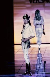 versace-fw-1992-37.thumb.jpg.e7080c215e99f2b70d196a63e9ce7a34.jpg