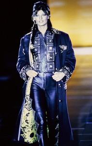 versace-fw-1992-40.thumb.jpg.6086e014293ac20f2c477b4d41e624a5.jpg
