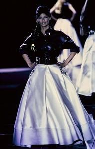 versace-fw-1992-48.thumb.jpg.923f7900a1012b480bbda0d5bc9b7acb.jpg