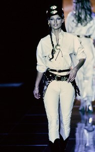 versace-fw-1992-53.thumb.jpg.9888d84ebd06e2d75ab0d2fe8a11c8e1.jpg