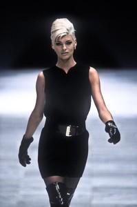 2_versace-fw-1991-3_html.thumb.JPEG.965afcbb1d2c24aa6e91f0e85297bb98.JPEG