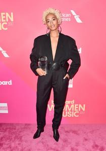Solange+Knowles+Billboard+Women+Music+2017+LTm5S7US2EIx.jpg