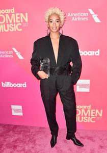 Solange+Knowles+Billboard+Women+Music+2017+zDtRkuoTOnXx.jpg