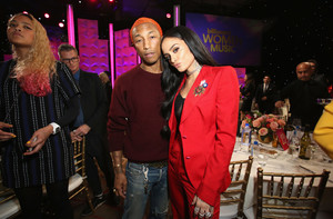 Pharrell+Williams+Billboard+Women+Music+2017+9xrTT_B2TCyx.jpg