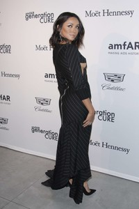 Kat-Graham_-2017-amfAR-generationCURE_-Holiday-Party--02.thumb.jpg.8cd0e3366fc941164f7eb45af86aecb4.jpg