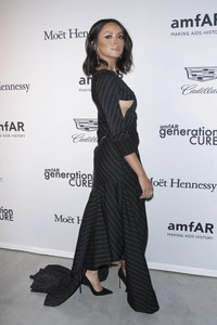 Kat-Graham_-2017-amfAR-generationCURE_-Holiday-Party--03.thumb.jpg.3f01c02009b9320ca8ceeb2da250c2cb.jpg