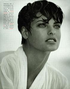 Lindbergh_Vogue_Italia_December_1989_03.thumb.png.c24d4725ff66590e2caba394fbd1d339.png