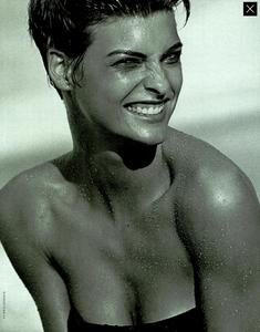 Lindbergh_Vogue_Italia_December_1989_06.thumb.png.dcb96d2f398b469899c62ee29d795218.png