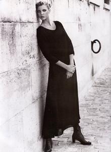 Nadja-Auermann-ToniGard-1994-04.thumb.jpg.200b5f18d777a1deb3bdaa5a578c0f40.jpg
