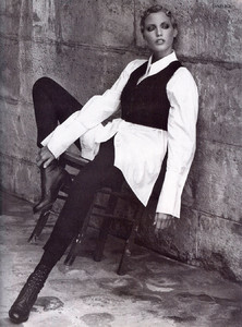 Nadja-Auermann-ToniGard-1994-07.thumb.jpg.6199d6c115cb40f0785f7a551a3ba7d8.jpg