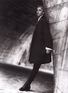 Nadja-Auermann-ToniGard-1994-08.thumb.jpg.f6fbcc679060cbdf6f9cce0979035269.jpg
