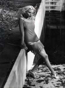 Nadja-Auermann-Valentino-1994-ph.S.Meisel-01.thumb.jpg.4a7fbc709a358d4ccffe3b937ce29657.jpg