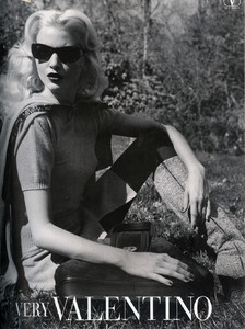 Nadja-Auermann-Valentino-1994-ph.S.Meisel-02.thumb.jpg.068981b44d9a4377b0d0162d5d4ddf3d.jpg