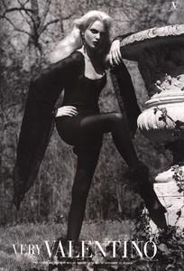 Nadja-Auermann-Valentino-1994-ph.S.Meisel-03.thumb.jpg.23ce48ea2c9d9f220295b52af05a129a.jpg