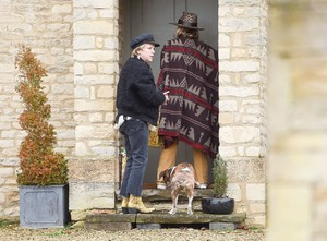 kate-moss-delivers-festive-gifts-to-neighbours-2.jpg