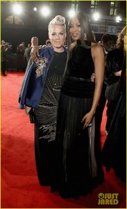 pink-naomi-campbell-fashion-awards-03.jpg