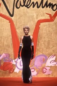 valentino-hc-ss-1991-3.thumb.JPEG.4525a061ad32175e9e0116cb35ba3886.JPEG