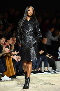 Naomi+Campbell+Louis+Vuitton+Runway+Paris+3BZqlENhvdSx.jpg