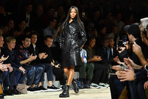Naomi+Campbell+Louis+Vuitton+Runway+Paris+c0iJLNRQ9Yox.jpg