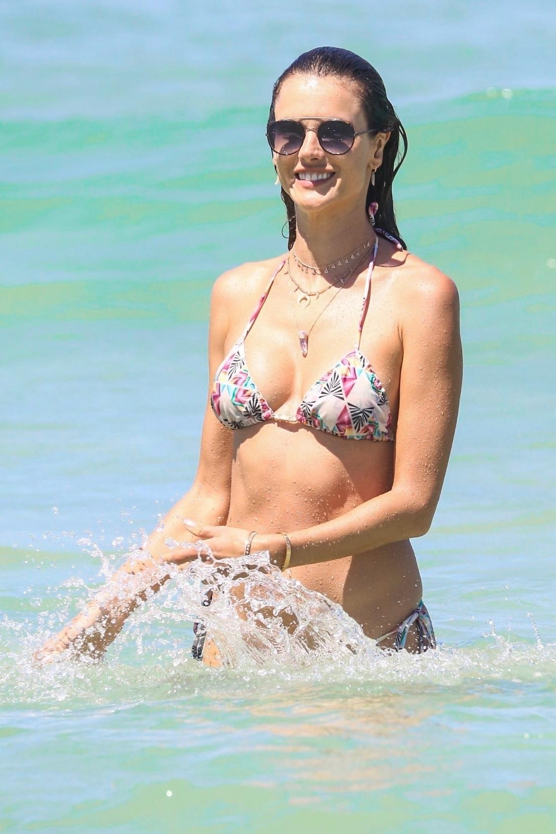 Snapchat Ludi Delfino naked (67 photo), Pussy, Bikini, Feet, bra 2006