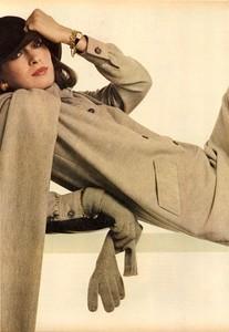 Avedon_Vogue_US_September_1st_1972_03.thumb.jpg.a4d598a8d3c3dc4beb022532fdd73058.jpg