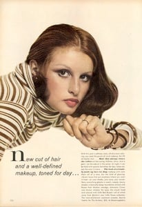 Avedon_Vogue_US_September_1st_1972_05.thumb.jpg.b7ee1ffe46837ae90c7384bc6ed4c3f1.jpg