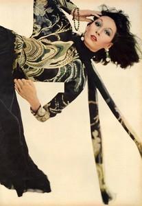 Avedon_Vogue_US_September_1st_1972_07.thumb.jpg.c29c26a1ff9f40f70165753a62453b7f.jpg
