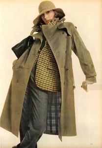 Avedon_Vogue_US_September_1st_1972_13.thumb.jpg.a33fe8dab559c733a4e5a247b39c23dd.jpg