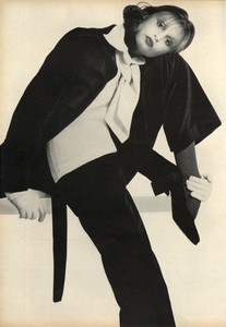 Avedon_Vogue_US_September_1st_1972_14.thumb.jpg.f14b82346d6775a7a729313794731d1a.jpg