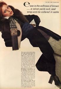 Avedon_Vogue_US_September_1st_1972_15.thumb.jpg.49ea2db2b84ca4423a6052abdd084b2d.jpg