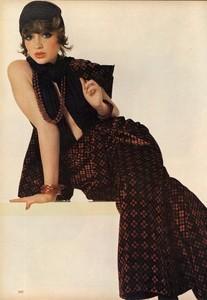 Avedon_Vogue_US_September_1st_1972_16.thumb.jpg.60628ba1cb95988f183447dca0917f7f.jpg