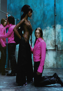 Klein_DSQUARED2_Fall_Winter_03_04_01.thumb.png.5fb261e85b81f8b7b2be4710e25a3efd.png