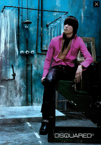 Klein_DSQUARED2_Fall_Winter_03_04_02.thumb.png.1d5c82da383c6ab3f2e73481fd88f2a3.png