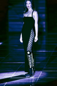 VERSACE-FALL-1993-RTW-38-CHRISTY-TURLINGTON-CN10047261.thumb.jpg.5e5637eac05b865b973d1c6c676468af.jpg