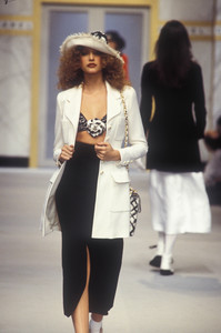 chanel-ss-1993-5.thumb.jpg.4891b860708373e3bca9cd94b6fcc5f1.jpg