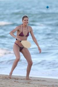doutzen-kroes-in-bikini-bahia-beach-in-brazil-10.jpg