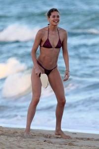 doutzen-kroes-in-bikini-bahia-beach-in-brazil-11.jpg